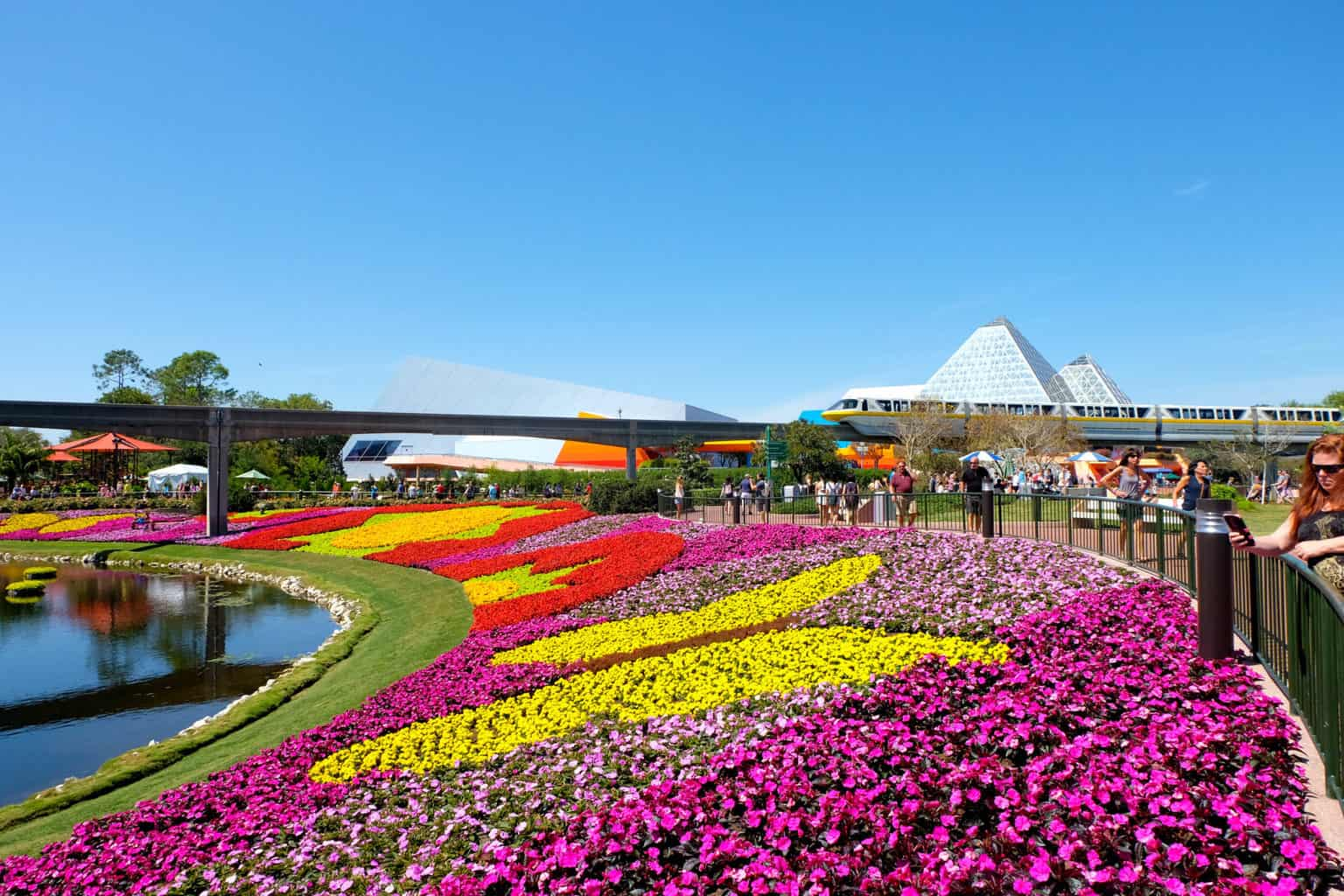 Epcot flower and garden festival with kids polka dots - Epcot flower and garden concerts ...